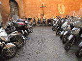Row of the motorcycles on the old street in Roma — Stock Photo