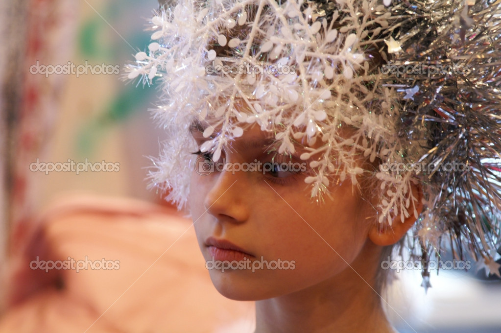 Portrait pensive child in new year's corona on head — Stock Photo #10401786