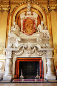 Luxurious marble fireplace — Stock Photo