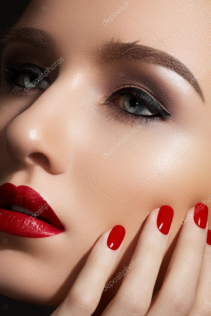 beautiful close up portrait of fashion woman model with glamour classic makeup red lipstick. Black Bedroom Furniture Sets. Home Design Ideas