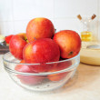 Bowl of fresh apples - Foto Stock