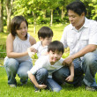Happy Asian family — Stockfoto