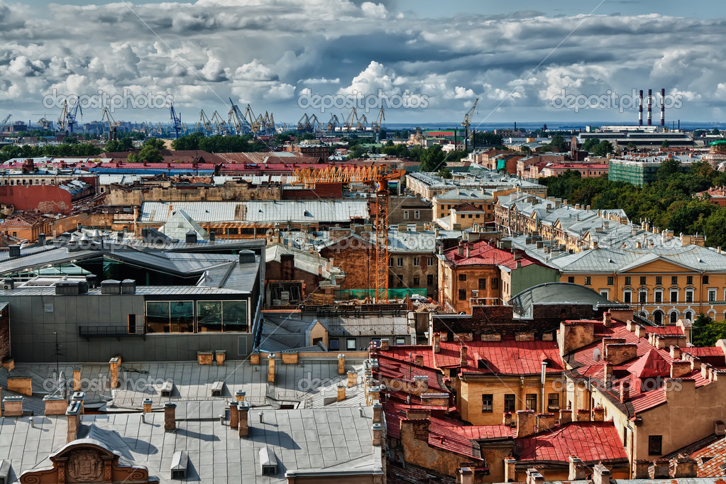 Cityscape view over the rooftops of St. Petersburg — Stock Photo #8406048