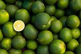 Skupina ovoce, vápno, jeden kus otevřené — Stock fotografie