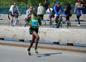 BELGRADE, SERBIA - APRIL 22: James Kiptum Barmasai runs on April 22, 2012 in Belgrade marathon — Stok fotoğraf