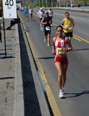 BELGRADE, SERBIA - APRIL 22: An unidentified woman runs in 25th Belgrade Maratho — Stockfoto