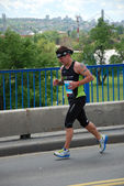 Man runs in 25th Belgrade Marathon on April 22, 2012 in Belgrade, Serbia — 图库照片
