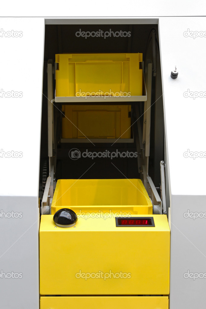 Yellow plastic crates prepared for packaging — Stock Photo #8714249
