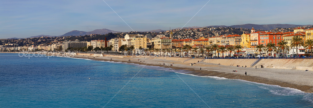NICE, FRANCE - JANUARY 21:Panorama of promenade in Nice on JANUARY 21, 2012. Panorama of seaside promenade and beach Nice, France. — Stock Photo #9822916