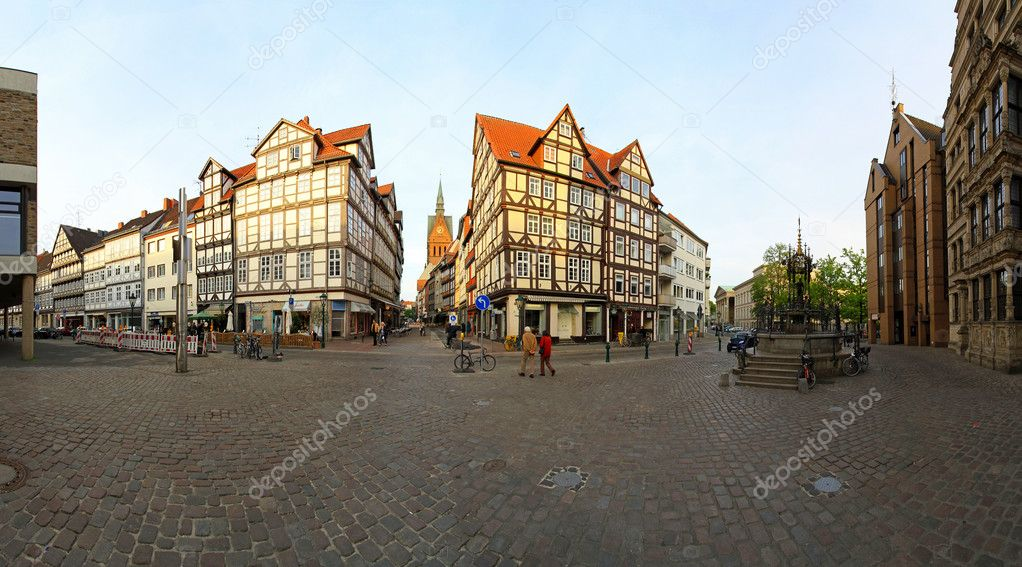 HANNOVER, GERMANY - MAY 5: Old town Hannover on MAY 5, 2011. Holzmarkt square and medieval town Hannover, Germany. — Stock Photo #9823837