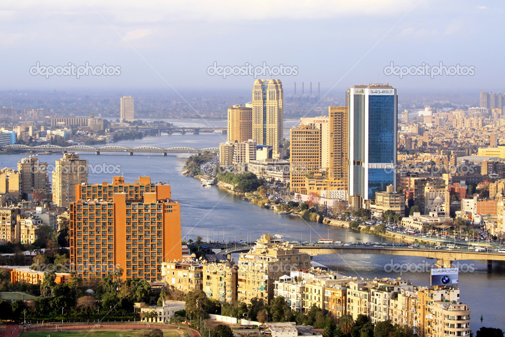 CAIRO, EGYPT - FEBRUAR 25: National Bank of Egypt in Cairo on FEBRUAR 25, 2010. National Bank big blue building in Cairo, Egypt — Stock Photo #9845571