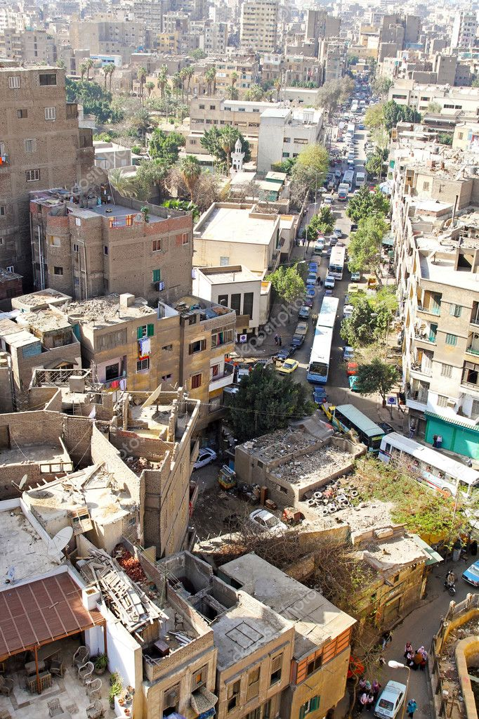 CAIRO, EGYPT - MARCH 3: Cairo street on MARCH 3, 2010. Ordinary street at daytime in Cairo, Egypt. — Stock Photo #9845719