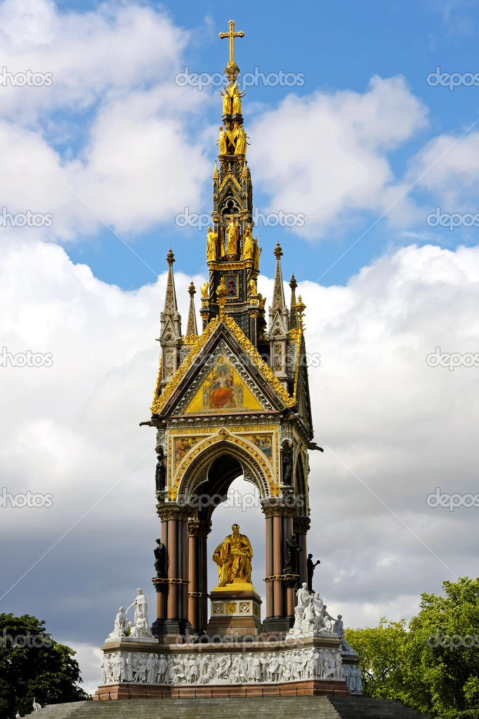 LONDON, ENGLAND, UK - JULY 29: Prince Albert memorial in London on JULY 29, 2008. Prince Albert memorial in Hyde Park London, England, UK. — Stock Photo #9846042