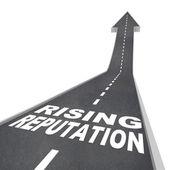 Creciente reputación - flecha de camino a la opinión de mayor estatura — Foto de Stock