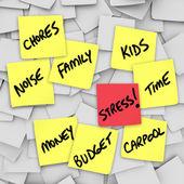 Stresli yaşam için stres yükünü yapışkan notlar anımsatıcılar — Stok fotoğraf