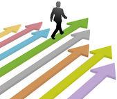 Business leader walks to progress future on arrow — Stock Vector