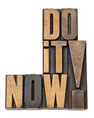 Do it now motivation in wood type — Zdjęcie stockowe