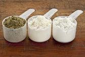 Skopor av proteinpulver — Stockfoto