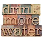 Beber más agua — Foto de Stock