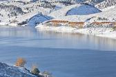 Mountain lake in winter scenery — Stock Photo