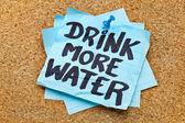 Beber más agua - concepto de hidratación — Foto de Stock