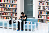 Stuttgart - Studying in the contemporary public library — Stock Photo