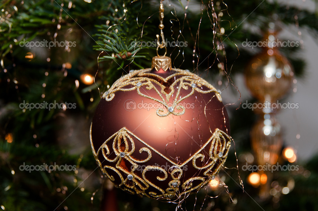 Decorative christmas ball hanging on pine - tree branch — Stock fotografie #8275010
