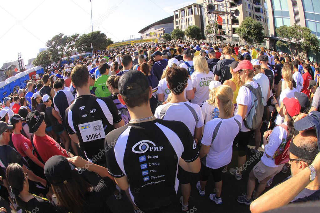 AUCKLAND- Mar. 13: Participants at the starting line of Auckland Round the Bays, one of the world's largest fun walk and run with 70,000 entrants, — Stock Photo #7979014