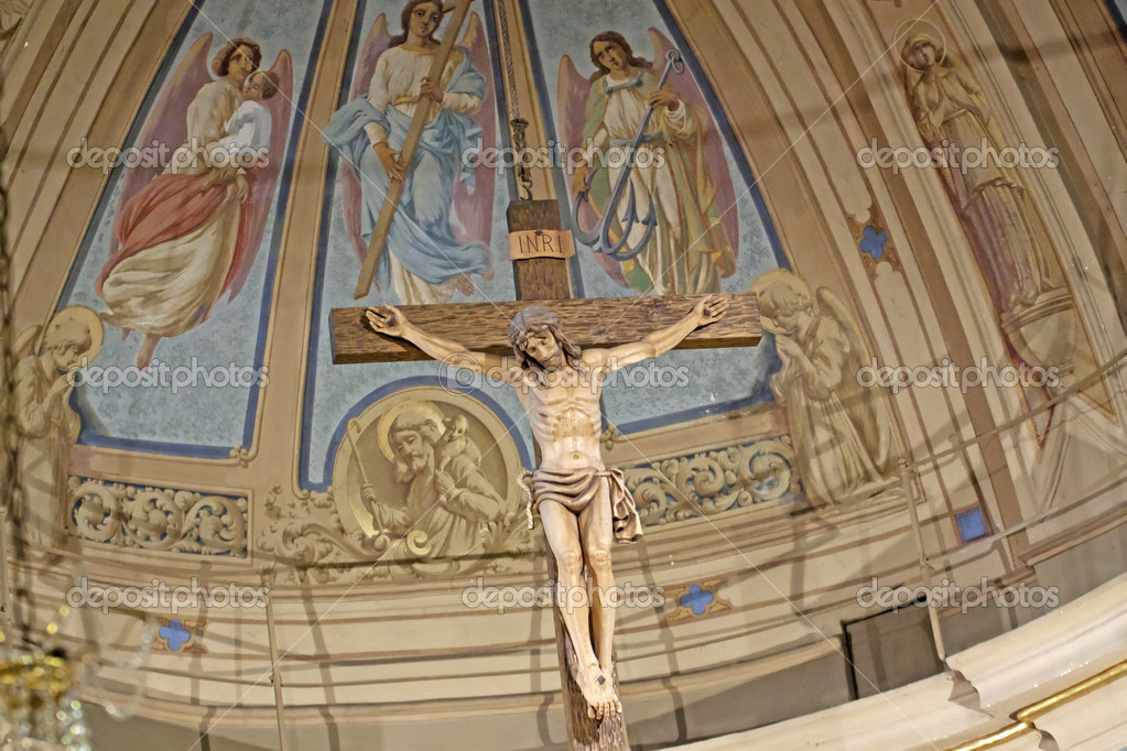 Big crucifix in the apse of a church — Stock Photo #8060000