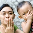 Asian mother teach baby girl a goodbye kiss — Stock Photo