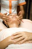 Massaggio viso trattamento skincare — Foto Stock