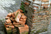 Pile of brick with pole ruins — Stockfoto