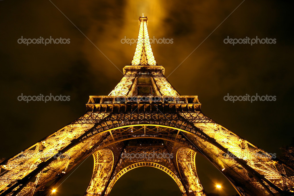 Eiffel tower by Night (Editorial use only) — Stock Photo #8227259