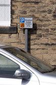 Plaza de aparcamiento discapacitados — Foto de Stock