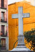 крест на площади пуэрта-де-cerrada в мадриде — Стоковое фото