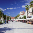 Tourists on Promenade in Split — Stockfoto #8939761