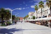 Tourists on Promenade in Split — Stock Photo