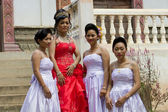 Cambodian Bride with Bridesmaids — Stock Photo