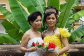 Cambodian Bride with Bridesmaid — Stock Photo
