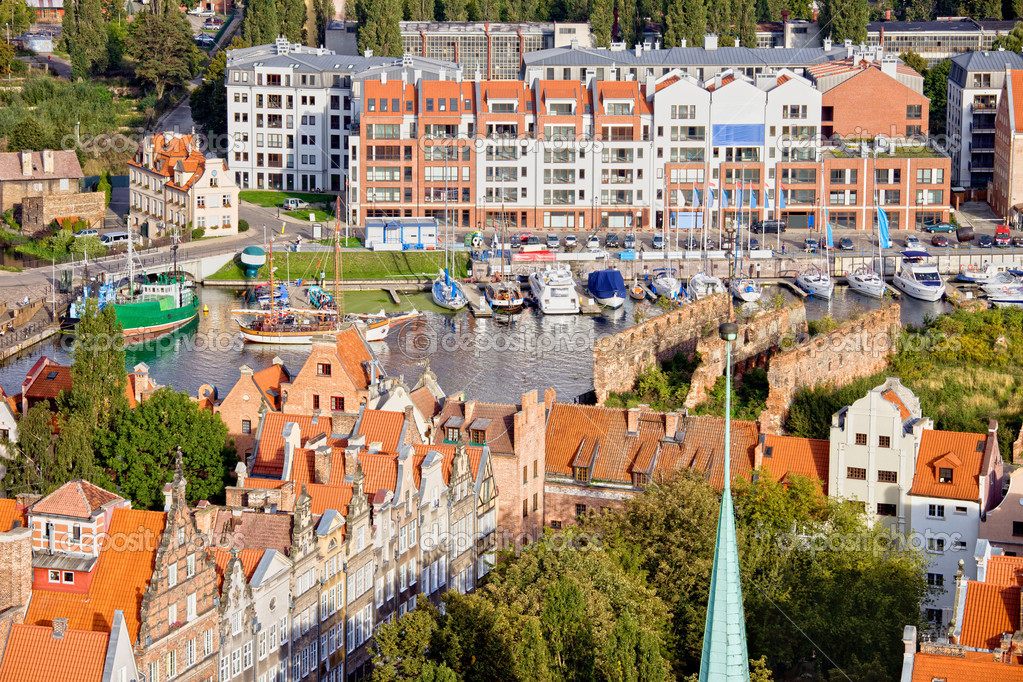 View from above over the City of Gdansk in Poland with marina between historic architecture of the Old Town and modern apartment houses on other side — Stock Photo #9692931