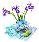 Raison de pâques avec iris et oeufs de pâques — Photo