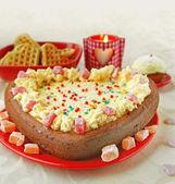 Waffles y pastel en el corazón de forma — Foto de Stock
