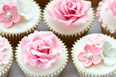 Wedding cupcakes — Stock Photo