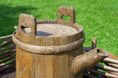 The old barrel on the wagon — Stockfoto
