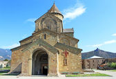 Svetitskhoveli Cathedral in Mtskheta and Jvari monestery behind, Georgia — Stock Photo