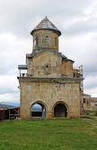 Una pequeña iglesia de gelati viejo monasterio ortodoxo cerca de kutaisi - georgia. — Foto de Stock