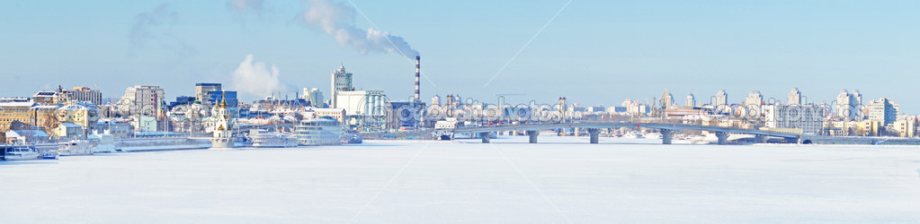 Panorama of Kiev in winter — Stock Photo #8769338