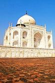 Taj Mahal, blue sky behind — Stock Photo