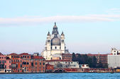 Basílica de santa maria della salute en el centro de venecia, italia — Foto de Stock