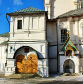 Eingang zum tempel des novospassky-klosters in moskau — Stockfoto